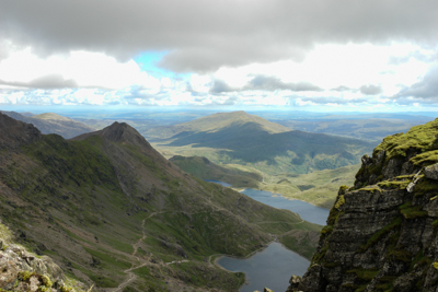 A view of a steep cliff on Snowdon